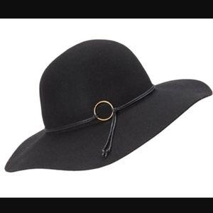 de Lux Black Felt Floppy Women's Hat